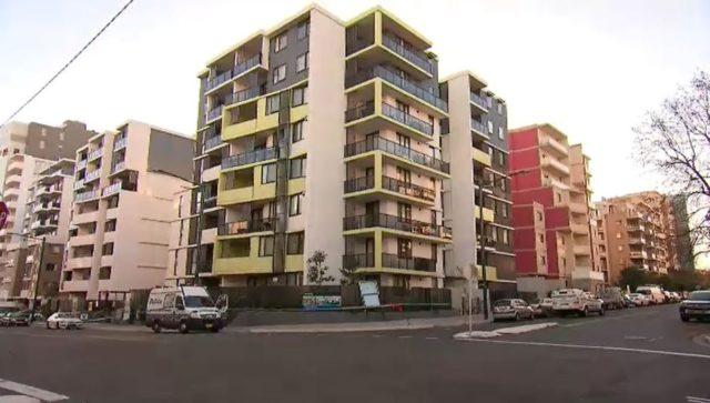悉尼男子在单元房内遭枪杀 警方全城追捕逃亡枪手