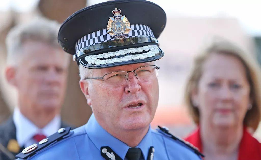 西澳警察局长竟然在闹市超速驾驶 被抓后承认错误