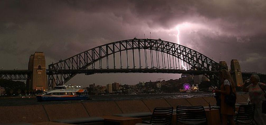 悉尼惨遭雷暴极端天气 9万户家庭断电 今晚风暴或将继续