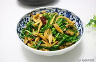 韭菜和它是绝配,大火一炒就出锅,鲜美好滋味,要试试